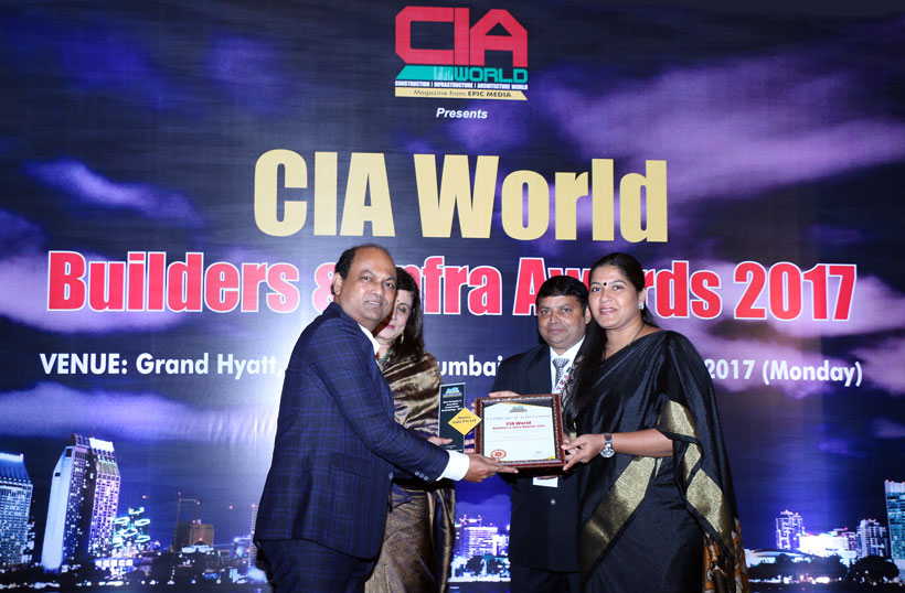 Dextra India's General Manager receiving the CIA award